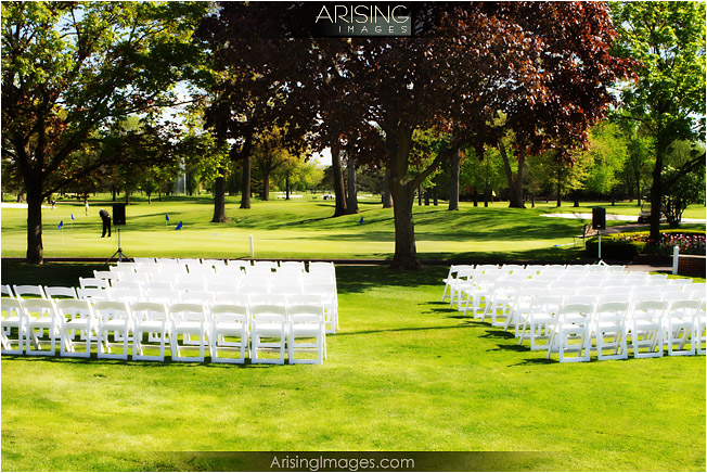 outdoor wedding ceremony at the detroit golf club