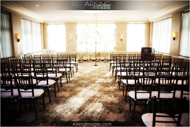 indoor wedding ceremony at the detroit golf club
