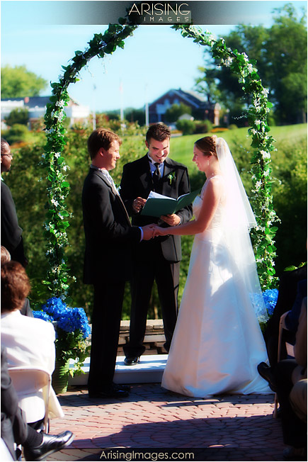 outdoor ceremony at the wyndgate in rochester hills