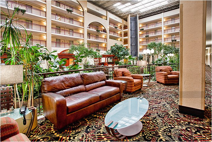 weddings at embassy suites in livonia, mi
