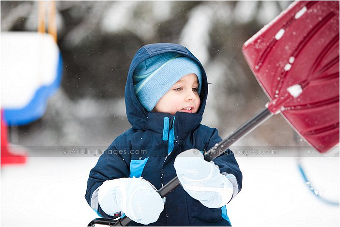 michigan photographer who takes pics of kids playing in the snow