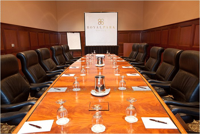 executive conference room space in rochester, mi