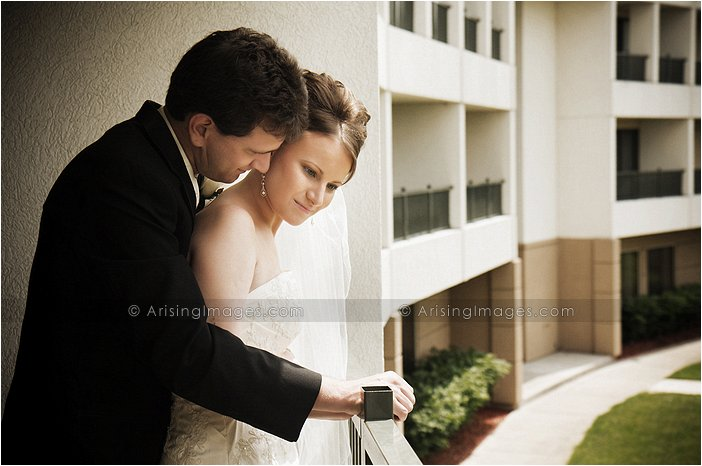 fantastic wedding photography at the MET hotel in troy, Mi