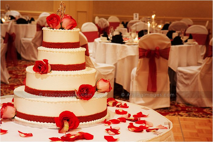 white and red wedding cake at MET hotel, troy, MI