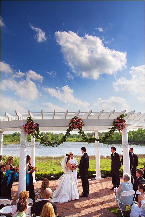 adorable outdoor michigan wedding ceremony at beacon hill golf course