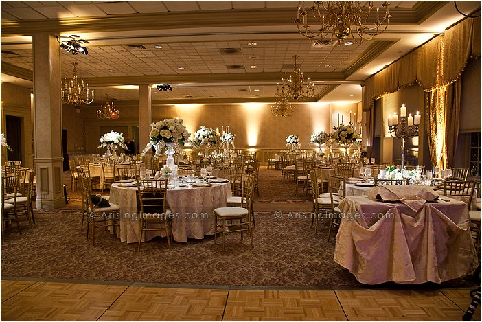 Fabulous Indoor Michigan Wedding Reception Photography Knollwood Country Club