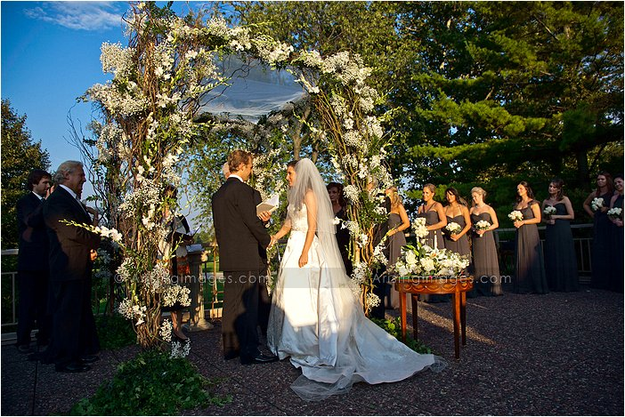 creative outdoor wedding photography at knollwood country club, MI