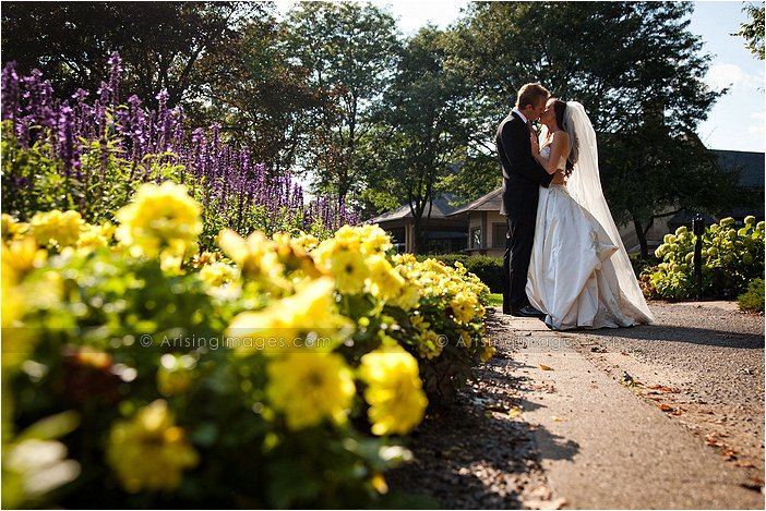 beautiful outdoor wedding photography at knollwood country club, Mi