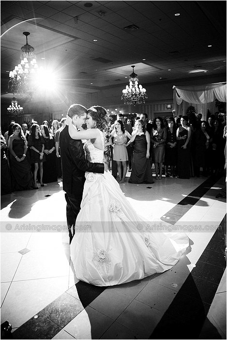 bride and groom first dance at palazzo grande, Mi