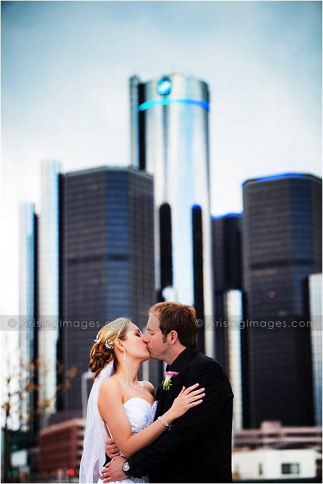 beautiful wedding photography at renaissance center detroit