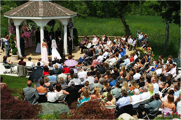outdoor michigan wedding ceremony photography at twin lakes golf course