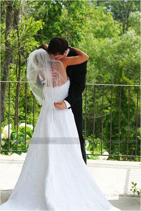 adorable outdoor wedding photography at twin lakes golf course, MI