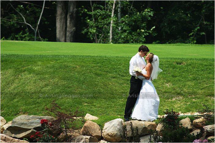 intimate wedding photography at twin lakes golf course, MI