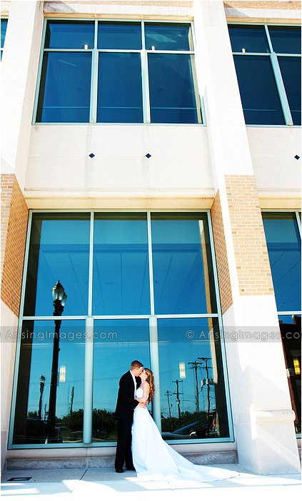 artistic wedding photographer in lansing, MI