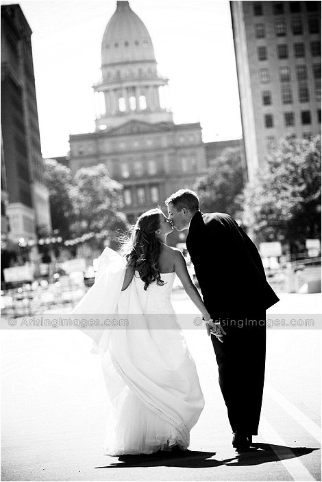 beautiful wedding photography at the capital of michigan