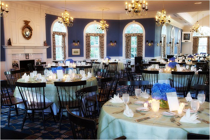 indoor michigan wedding reception photography at wyndgate country club