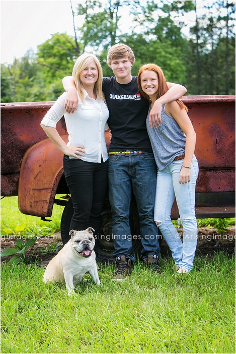 senior photos with sister and dog in michigan